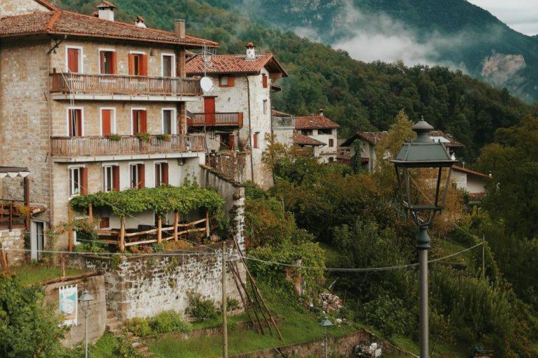 Poffabro, il borgo friulano tra i più belli d'Italia